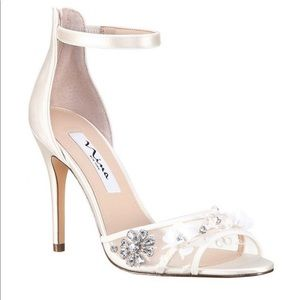 ✨✨SALE✨✨NEW IN BOX Nina Bridal Heels
